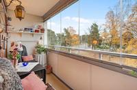 Ombonad inglasad balkong , utsikt över Stamparken