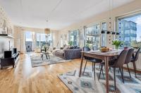 Ljus och rymd präglar bostadsrätten