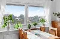 Matplats med utsikt mot Örby villaområde