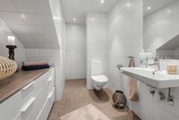 Elegant badrum med golvvärme