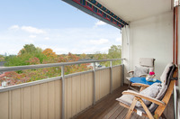 Trevlig balkong med plats för balkongmöbler
