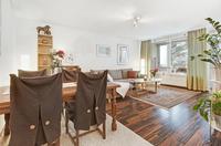 Här finns plats både för soffa och matsalsbord